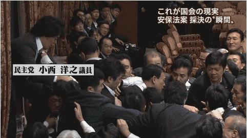 民主 被害者ヅラして飛び蹴り.jpg